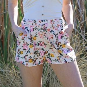 BELTED WITH PLEATS FLORAL SHORTS